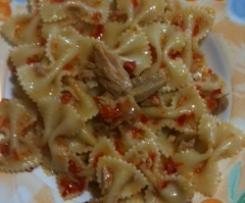 pasta fredda con crema di peperoni e tonno