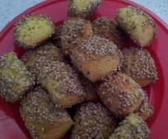 Biscotti alle mandorle ricoperti di sesamo