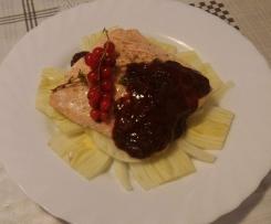 Filetto di salmone con salsa al ribes